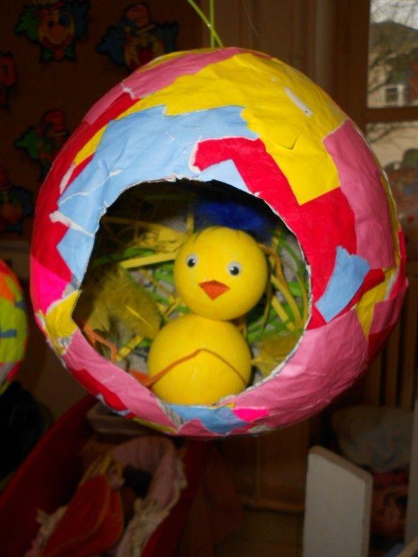 Bricolage de Pâques chez Sylvie R ( oeuf papier mâché et poussin boules styropor)