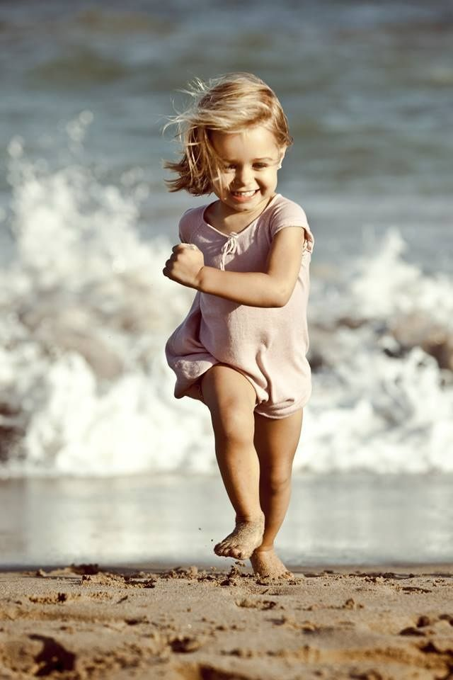 Sand between your toes is one of the best feelings... cute girl on the beach :)  Via designedforkids.co.uk