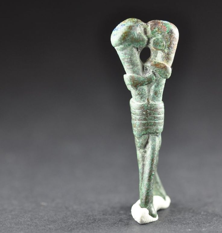 Embraced figurines kissing, Amlash bronze figurine 3, 1st millenium B.C. Private collection