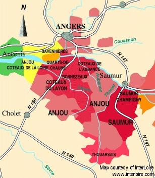 Chenin Blanc. Coteaux du Layon (Beaulieu) 2005 (2010-2025). M Blouin. (http://www.domaine-michel-blouin.fr/). Foie gras, blåskimmelost, is, sorbet. Tærter med syrerig frugt. citron. æble