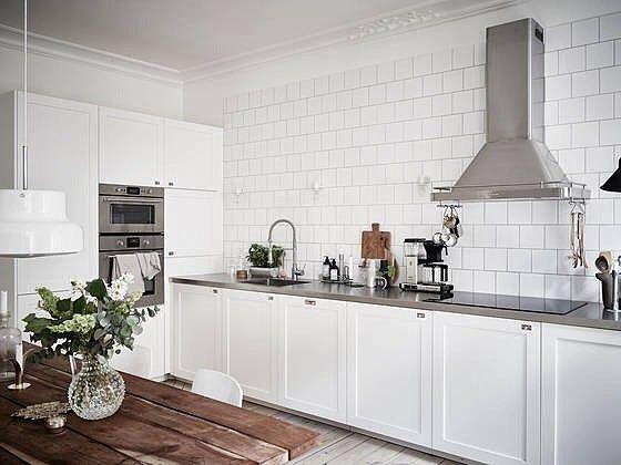 Elegant kök med köksluckor i P1. #pickyliving #p1 #kök #köksluckor #luckor #köksinredning #köksinspiration #elegant #rostfri #diskbänk #nordic #skandinavisk #interiör #interior #inredning #kitcheninspiration #kitchen #decor #kitcheninspo #köksrenovering #stainlesssteel
