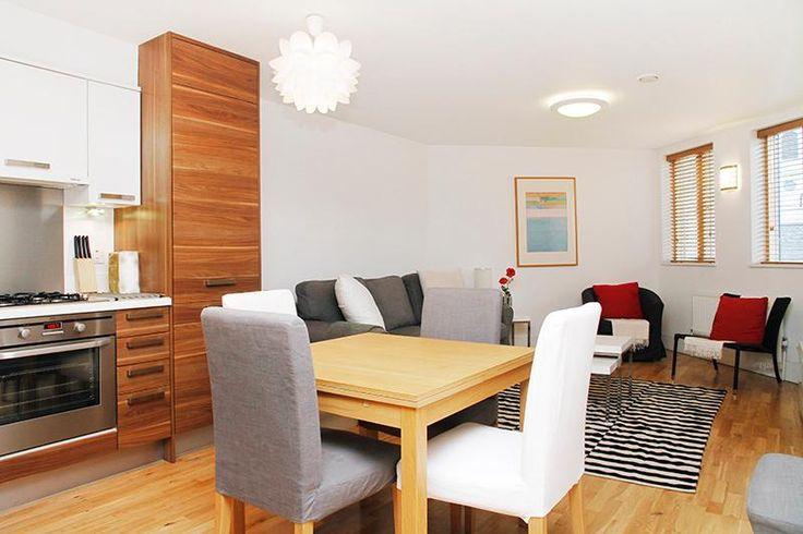 Let's holiday in London-Greenwich Wren 6: Has Internet Access and Satellite TV - TripAdvisor 2 bedrooms $234/night.