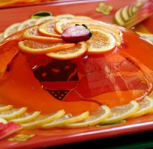 Желе из белой сангрии с фруктами