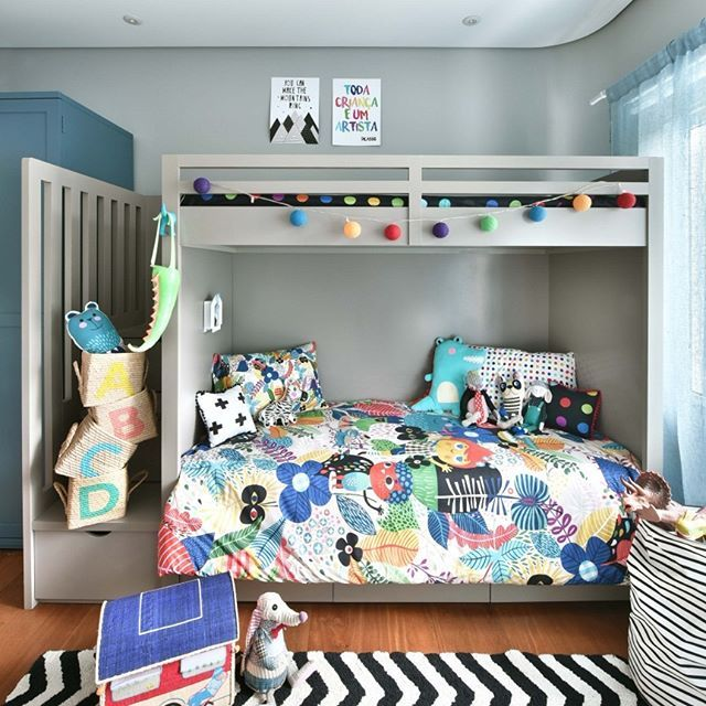O quartinho do Theo - filho da @thaislauton - é perfeito  Nossa capa de edredom AVENTURA, com o varal de luz colorido, muitas almofadas e toys, pôster mountains ring e toda criança, trouxeram cores e muita alegria para esse cantinho tão fofo! . . . Tapete: @mimootoysndolls #archilovers #architecturelovers #beautiful #becreative #bedroom #bedroomdecor #decor #decoracao #decorlovers #designinspiration #details #home #homedecor #inspiration