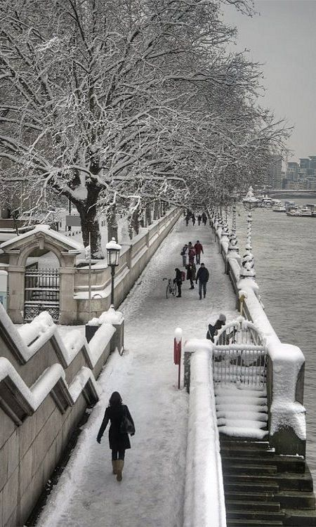 Snow on the South Bank, London (by Fergus McNeill on Flickr)