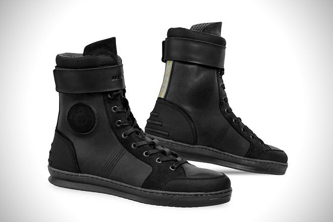 http://hiconsumption.com/2016/01/best-motorcycle-riding-shoes-for-men/