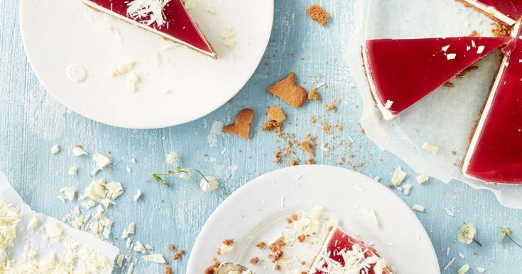 Glögi-juustokakku on joulun ihanin kakku! Täyteläinen valkosuklaamousse on herkullinen makupari pipareille ja glögikiilteelle. Katso VIDEO, kuinka kakku valmist