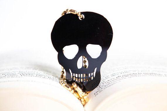 Collana con ciondolo teschio grande  silhouette  nero di PasBijoux, €6.99