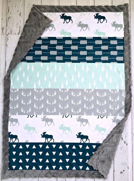 Ideal für junge oder Mädchen! Diese Decke hat minky auf beiden Seiten. Die Vorderseite ist ein solides Stück Designer minky (oben ist ein