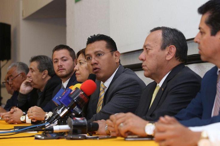 Este lunes, líderes sociales, organizaciones civiles y ex militantes de otros partidos políticos en Michoacán de al menos siete municipios del estado, hicieron pública su adhesión al sol azteca; entre ...