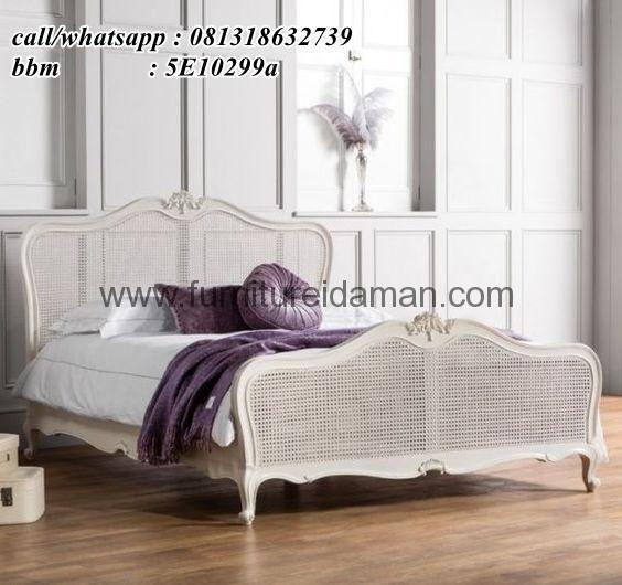 Tempat Tidur Minimalis Model Ukiran Terbaru-Merupakan produk Set kamar tidur terbaru yang memiliki spesifikasi produk yang sangat baik