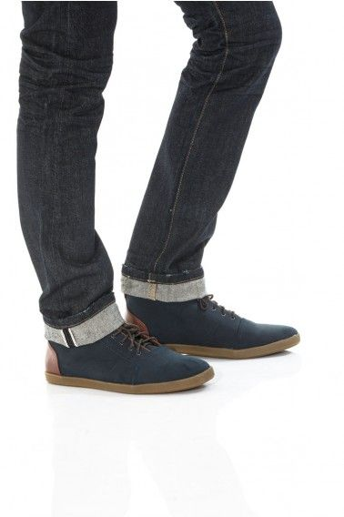 be iconic. structured silhouette selvedge jeans in natural indigo. crinkle finish for a worn-in look.
