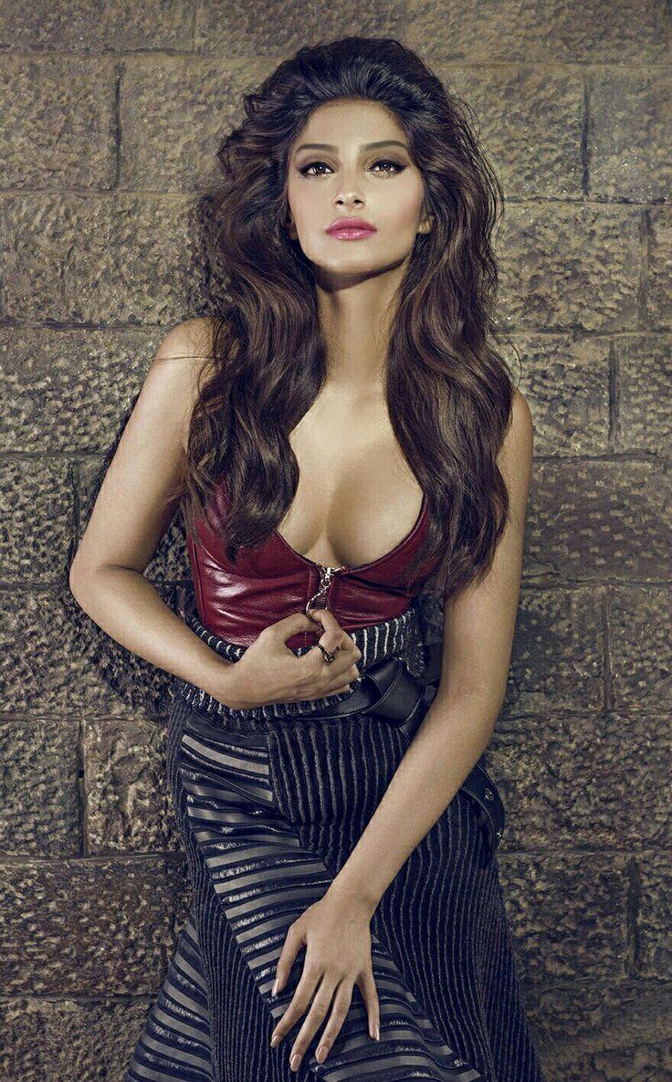 Sonam Kapoor ... A Reveshing Look & Attractive Figure