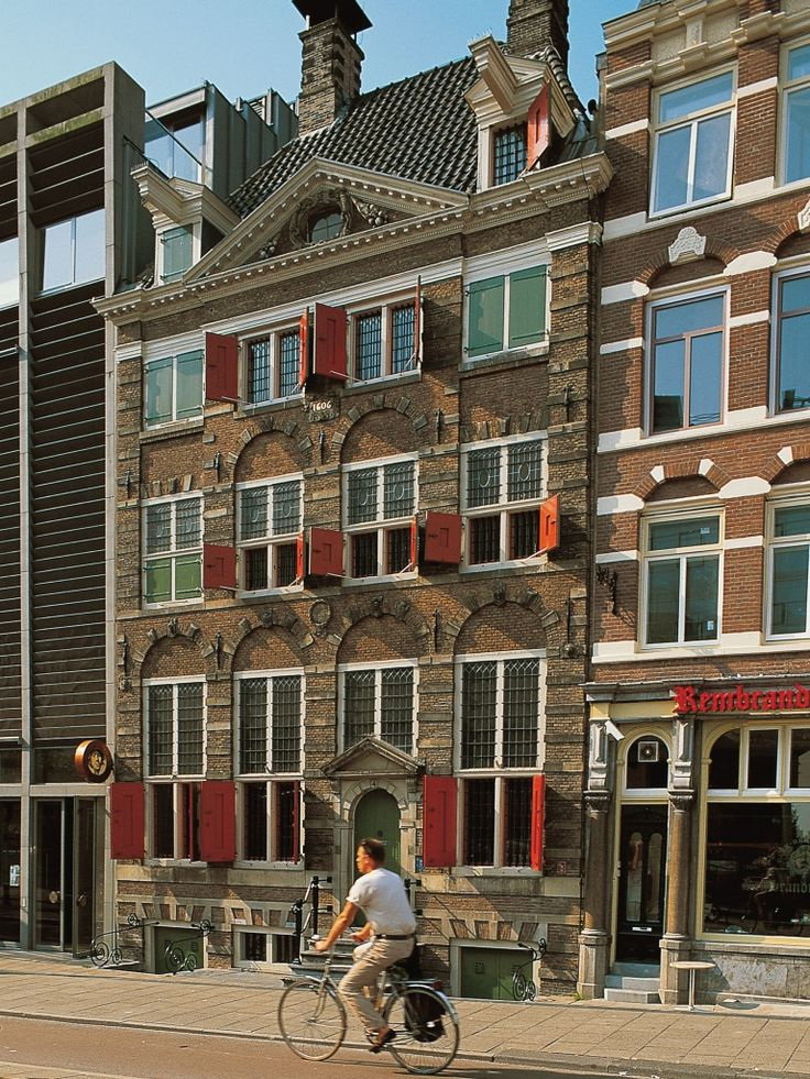 Rembrandt House in Amsterdam were Dutch painter Rembrandt lived and worked between 1639 and 1656. The Rembrandt House Museum is now a historic house and art museum. #amsterdam #rembrandt #historicsites