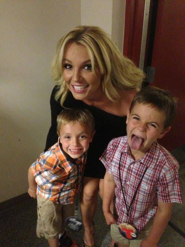 Britney shares a picture of her two sons using twitter.