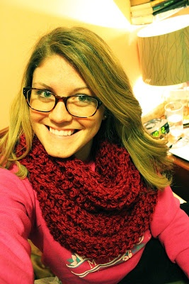 Crochet a Big CHUNKY Red infinity/loop/circle scarf. Awesome huge warm scarf. Free pattern/instructions. Perfect fashion accessory for this winter weather!