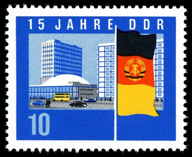 Östliche Neubauten neben dem Alexanderplatz auf einer Briefmarke der DDR von 1964. Zentrales Motiv ist die Kongresshalle am Alexanderplatz.– Wikipedia
