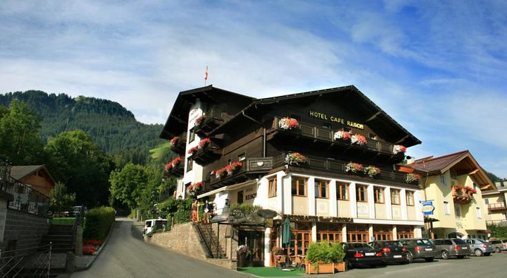 Hotel Resch Kitzbühel Located in the centre of Kitzbuehel, Hotel Resch is 150 metres from the Hahnenkamm's Streif slope, which hosts the World Cup alpine ski races. It also offers free WiFi access.