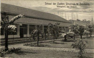 """""""School der Zusters Ursulinen te Bandoeng."""""""