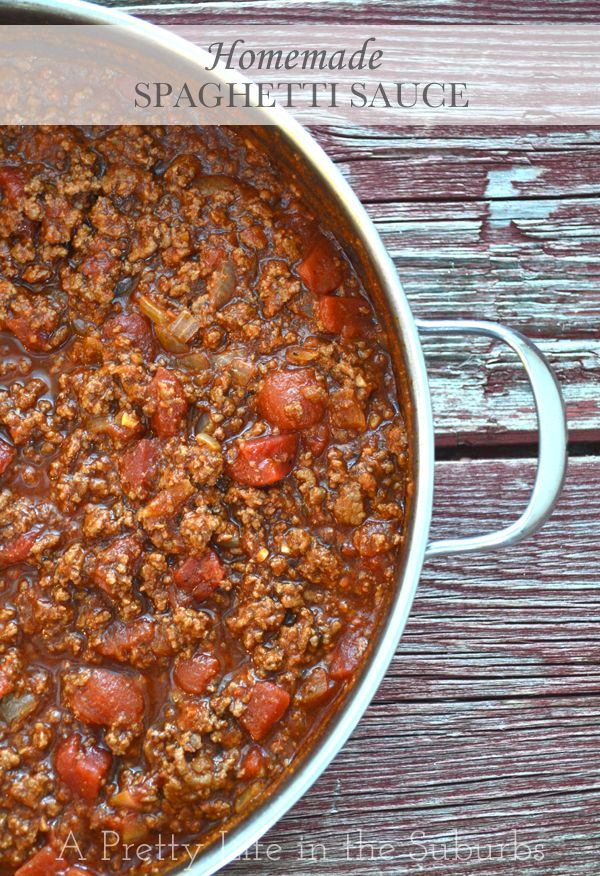 Homemade Spaghetti Sauce 1 to 2 lbs lean ground beef 1 large onion, chopped 2 garlic cloves, minced 1 – 14 oz can tomato sauce (plain, no spices) 1 – 19 oz can diced tomatoes (plain, no spices) 1 – 5.5 oz can tomato paste ½ cup red wine (or beef broth if you don't want to use wine) 2 tbsp Worcestershire sauce 2 tsp brown sugar 1 tsp oregano 1 tsp basil