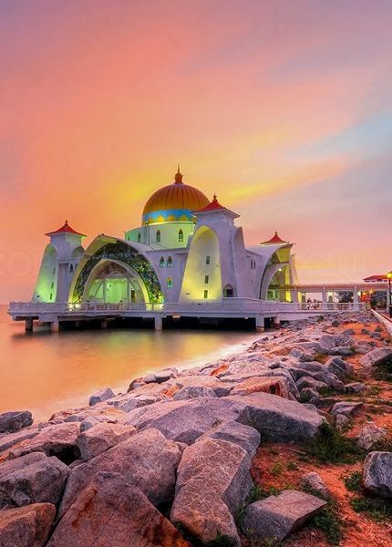 The Malacca Straits Mosque, Malacca state, Malaysia | TOREX Photography on Flickr (dimensions changed when uploaded by a blogger, URL corrected back to source)