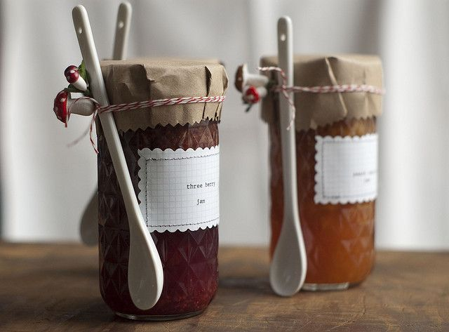 Alternative to party favors (homemade jam by thisisloveforever, via Flickr)