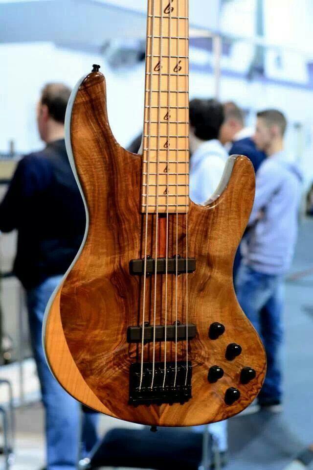 499 best cool guitar bass images on pinterest music instruments bass guitars and guitars. Black Bedroom Furniture Sets. Home Design Ideas