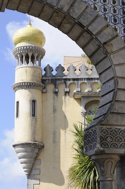 I was fortunate to visit Sintra palace in Portugal about ten years ago.  There were mists rising above the wooded pathways as you walked around the town.  Also saw beautiful tiles everywhere.