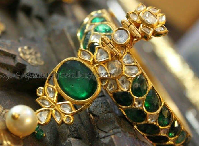 Jewellery Designs: Emerald Kundan Pretty Bangels