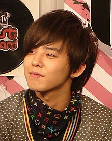 Google Image Result for http://upload.wikimedia.org/wikipedia/commons/thumb/0/00/G-Dragon_in_Thailand.jpg/220px-G-Dragon_in_Thailand.jpg