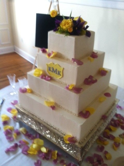 Square Buttercream Cake With Fresh Flowers Creme De La Company Fort Worth Texas