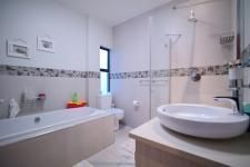 Stunning Bathrooms in Exclusive properties found on myRoof.co.za