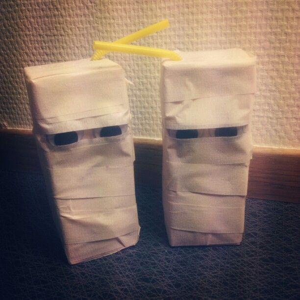 Mumifierad festis. Maskeringstejp och ögon..