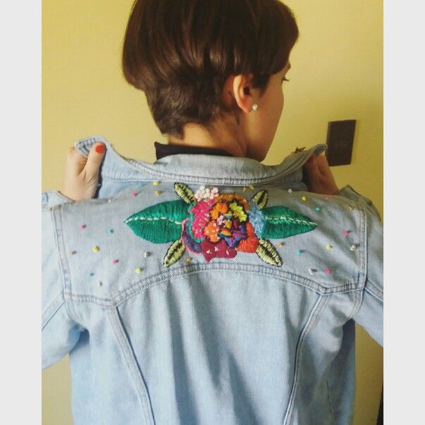 Chaqueta jeand bordada a pedido