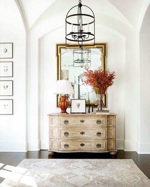 The entryway sets the tone for the rest of the home, so a stylish and welcoming feel is essential. See 11 more examples on the #DHJournal. Click the link in our bio to read the article and shop this style. #DHDesignImage: @amymorrisinteriors