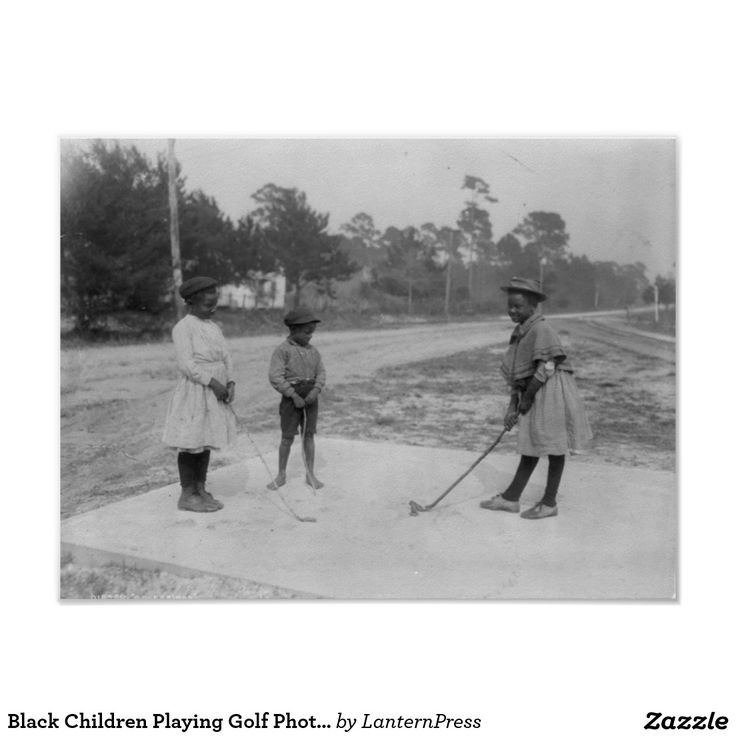 Schwarze Kinder, die Golf-Fotografie spielen Poster
