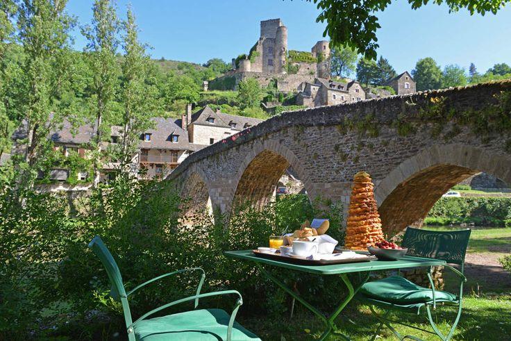 Moment du petit-déjeuner à l'hôtel du Vieux Pont Belcastel ou à l'hôtel la ferme de Bourran RODEZ