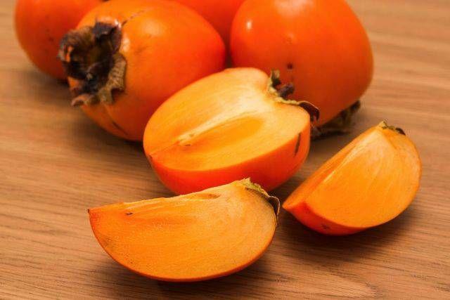 柿はビタミンCが豊富な果物で二日酔いにも効果あり◎ 泥酔 対処法