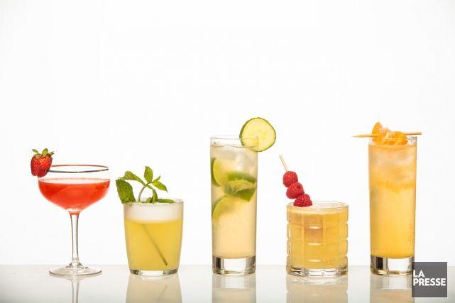 Cinq cocktails faciles   Cinq cocktails faciles à réaliser. Dans l'ordre: Le vrai daiquiri aux fraises, Bourbon limonade, Moscow mule, Limonade Lynchburg et Tom Collins.   La Presse
