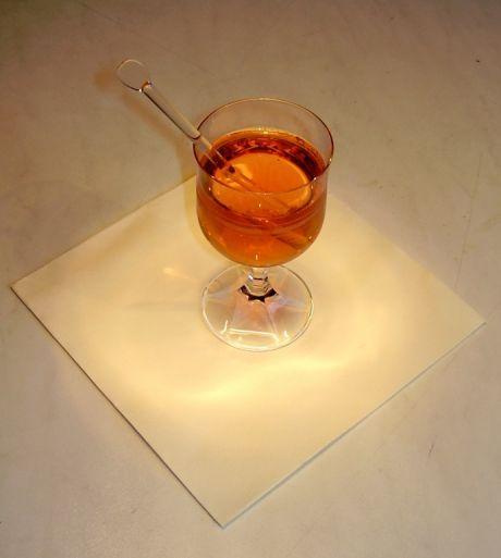Jak připravit grog – horký alkoholický nápoj | recept Grog patří k oblíbeným horkým nápojům, zvláště v zimních mrazivých dnech. Grog je původně nápojem britských námořníků, kteří
