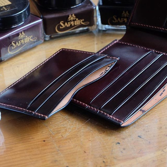 Full shell cordovan wallet and card holder.   #leather #leathercraft #wallet #bifold #moneyclipwallet #cardholder #cardcase #custom #style #cordovan #horween #handmade #handstitched #mildyhands