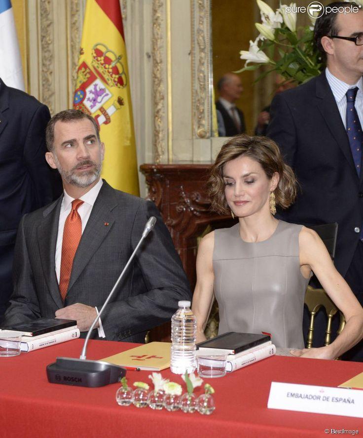 Le roi Felipe VI et la reine Letizia d'Espagne visitaient l'Institut Cervantes de Paris le 4 juin 2015, au dernier jour de leur visite d'Etat en France.