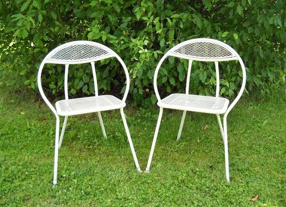2 Mid Century Modern Chairs 1960s By Momsantiquesnthings On Etsy Imagine Relaxing In Your Backyard