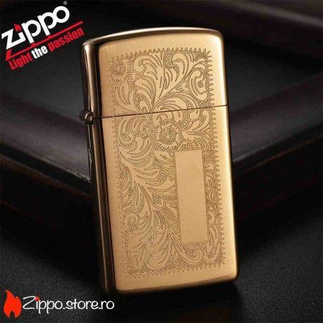 Zippo Venetian Brass Slim este o bricheta Zippo high polish brass cu un model floral delicat, pe ambele fete ale brichetei. Acest design nemuritor lansat in 1974 continua sa fie unul din cele mai atragatoare modele pentru fanii Zippo.
