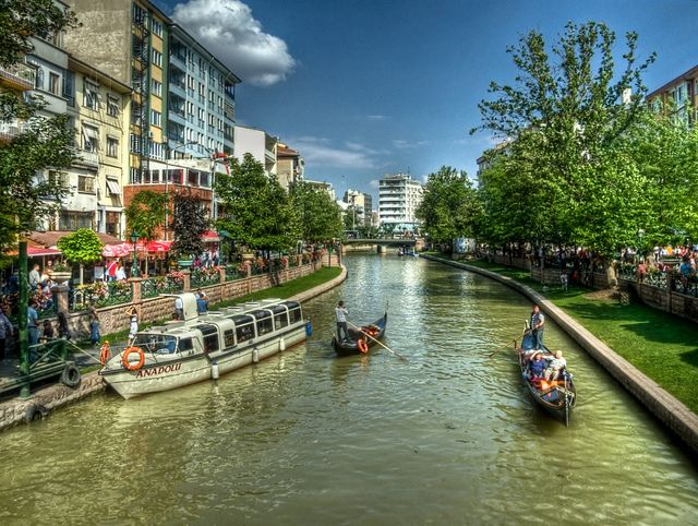 Porsuk River, Eskisehir by Nejdet Duzen on flickr
