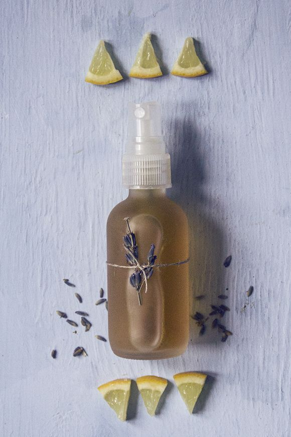 All natural skin clearing face mist // uses strictly natural ingredients to combat acne