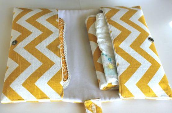 Cutest diaper clutch DIY. Would make a great gift.                                                                                                                                                                                 Mais