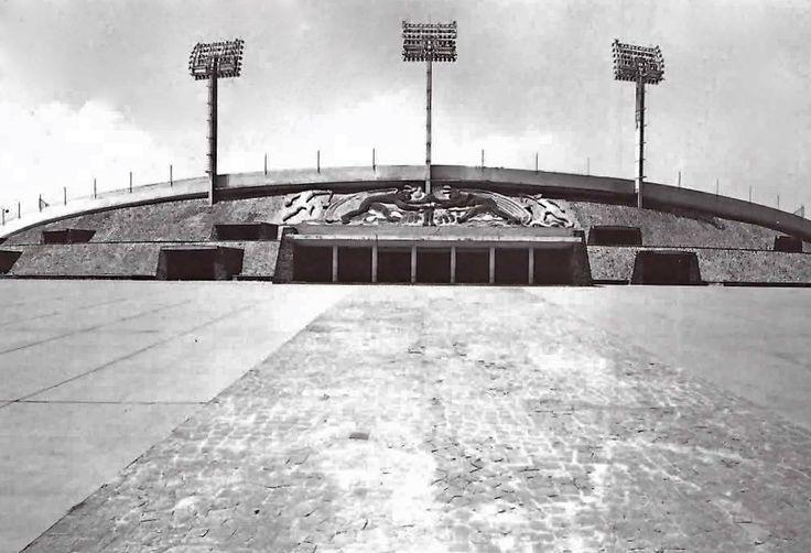 Estadio Olímpico Universitario, Ciudad Universitaria, Ciudad de México 1952  Arqs.  Augusto Pérez Palacios, Raúl Salinas y Jorge Bravo  Foto. Armando Salas Portugal -   University Olympic Stadium, Ciudad Universitaria, Mexico, DF 1952