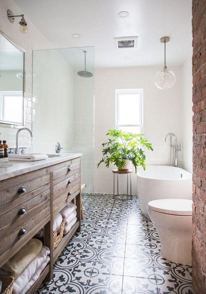 Växter och grönt är en av vårens stora trender och nu tar de även över i badrummet. Här är sju sätt att använda dem i badrumsinredningen.