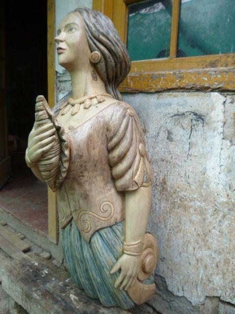 heroso mascaron tallado en madera de castaño, por taller mar andino